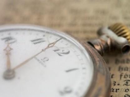 vintage clock macro